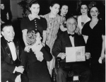 1938, Pins and Needles. Broadway play cast with FDR and D. Dubinsky, president, International Ladies' Garment Workers' Union. H. Rubenstein, K. Joseph photographers, UNITE HERE Archives, Kheel Center, Cornell University.